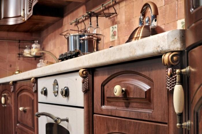 Шкафы на классической кухне