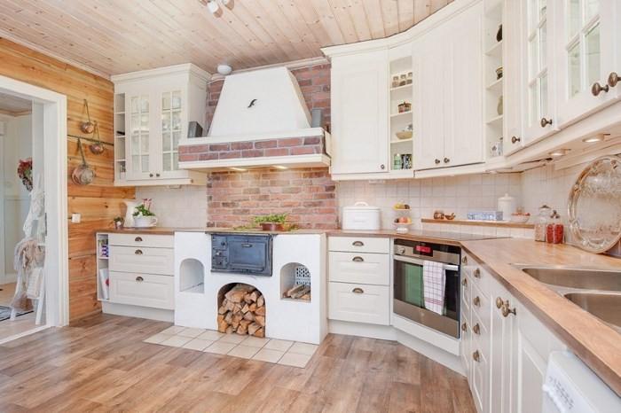 Вариант отделки кухни в деревянном доме