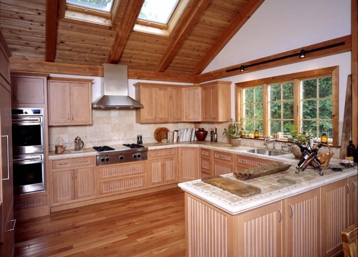 Вариант планировки просторной дачной кухни
