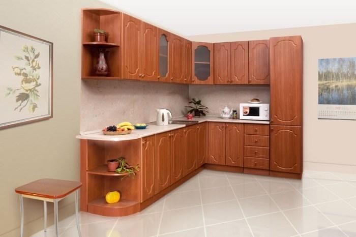Угловой вместительный кухонный гарнитур