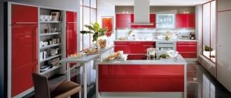 Смелость и яркость оттенков красного в интерьере кухни