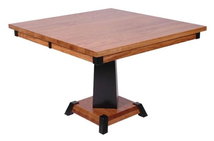 Деревянный стол на одной ножке