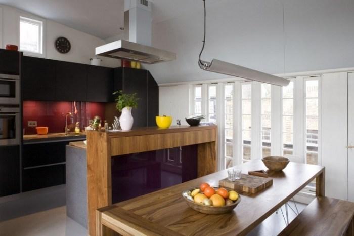Стол на кухне в стиле модерн