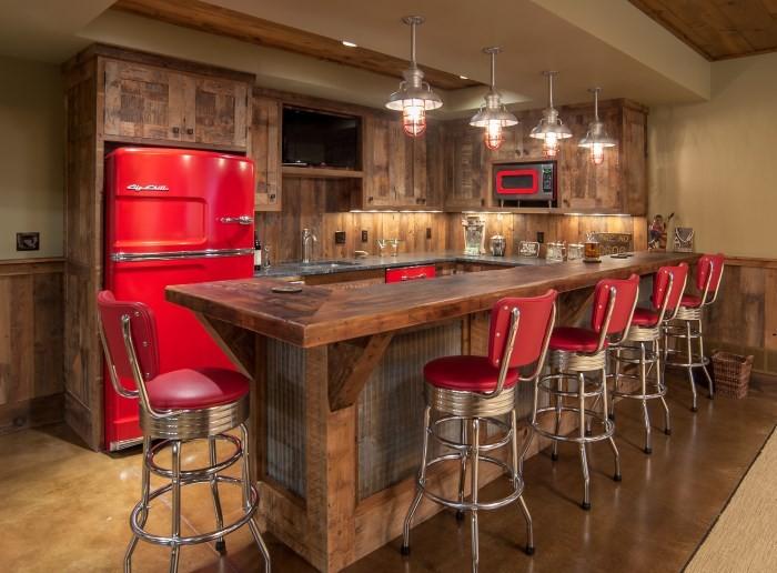 Барные кожаные стулья на кухне