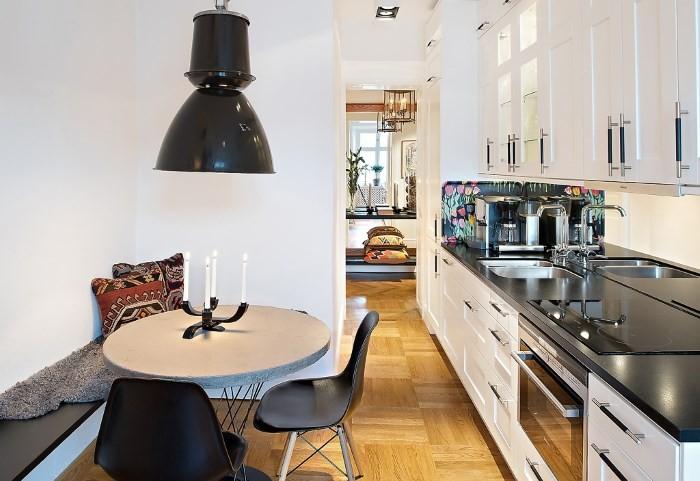 Круглый стол в интерьере кухни
