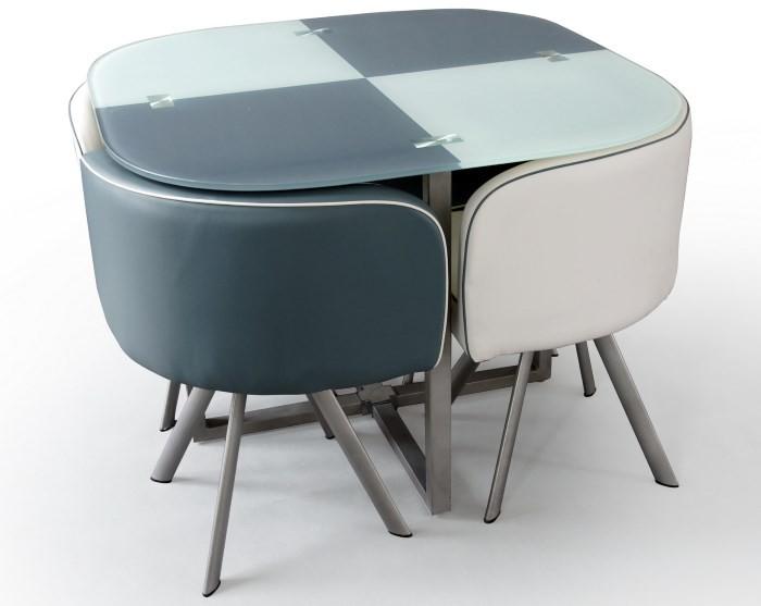 Маленький стеклянный стол