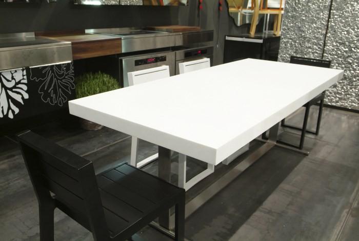 Акриловый обеденный стол
