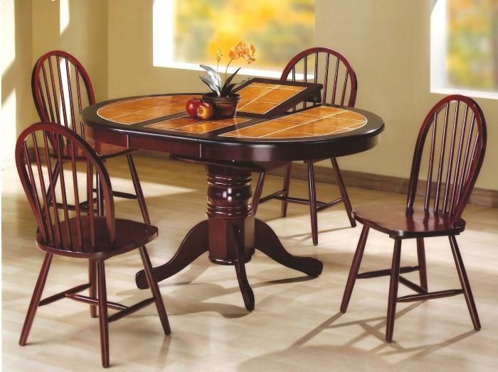 Несомненные достоинства обеденных столов овальной формы