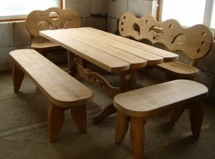 Самодельный деревянный стол