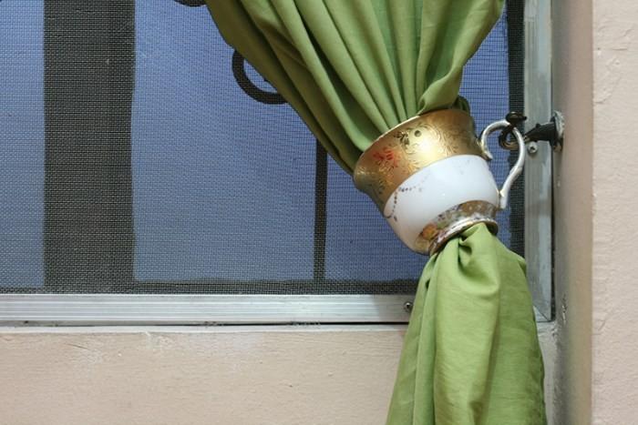 Зажим для штор из фарфоровой чашки