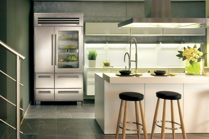 Холодильник Side by Side на кухне
