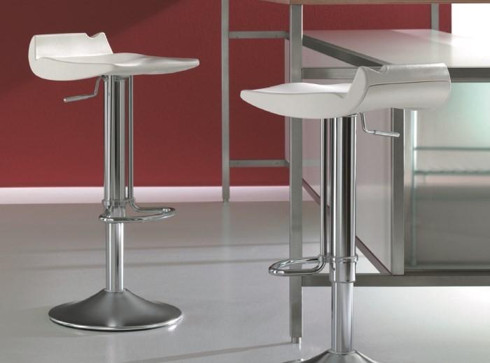 Высокие стулья из металла и пластика