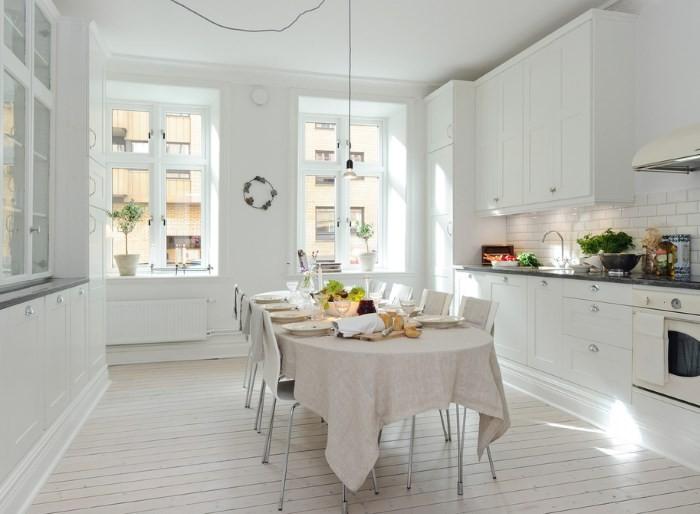 Интерьер белой кухни