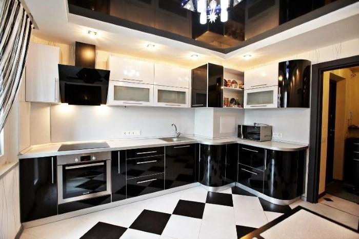 Интерьер кухни с вентиляционным коробом