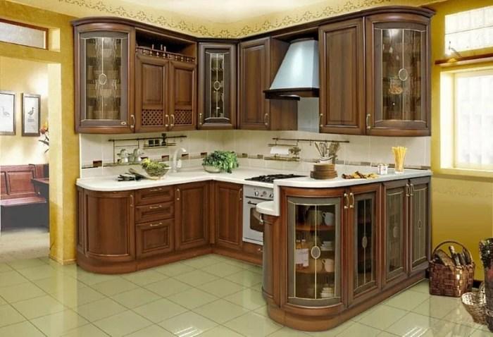 Встроенная кухня из массива дерева