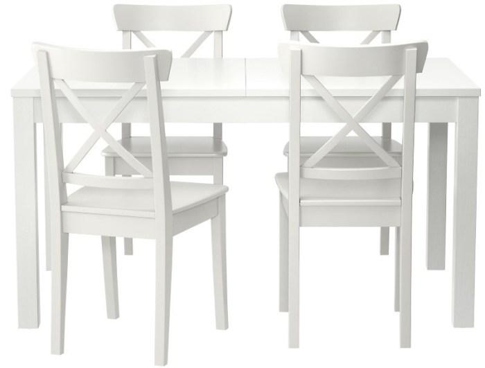 Белый комплект с деревянными стульями