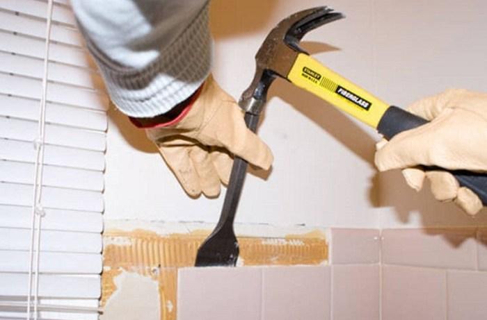Как снять плитку со стены зубилом