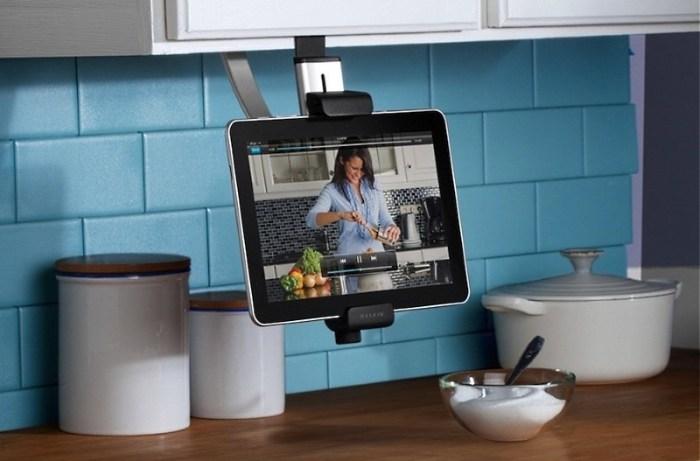 Кухонное приспособление для планшета