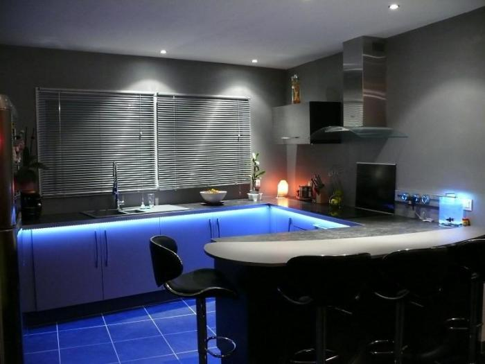 Необычное освещение на кухне