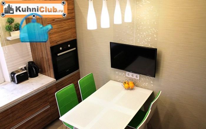 Телевизор-в-небольшой-кухне