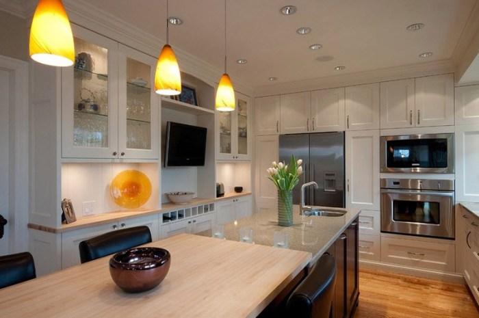 Телевизор в нише на кухне