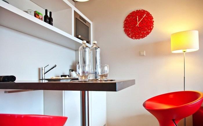 Часы на кухне в стиле поп-арт