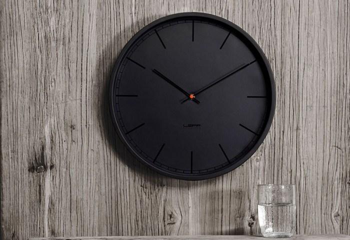 Часы на кухню время не видно