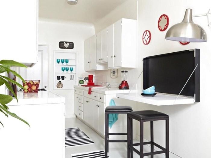 Откидной стол на кухне сохраняет пространство