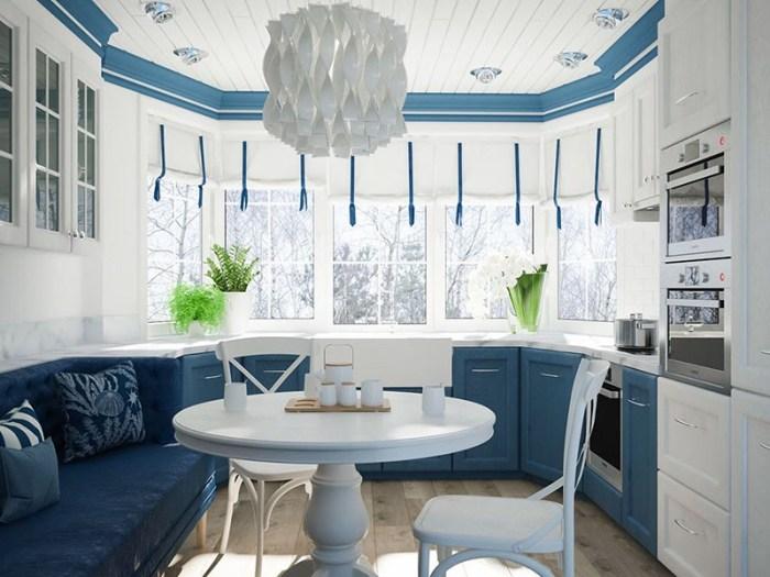 Белая люстра в современном дизайне на сине-белой кухне