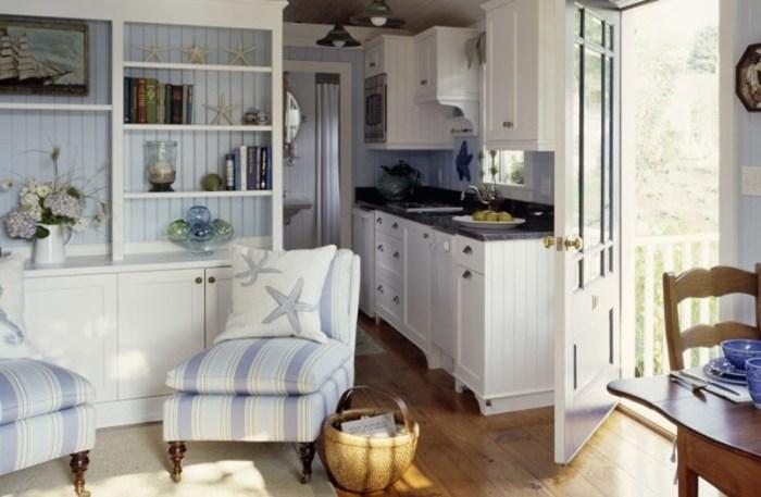Мягкое полосатое кресло с морским дизайном