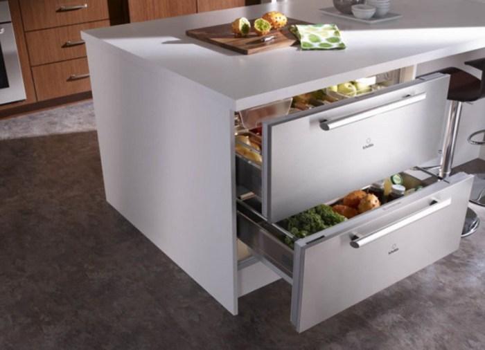 Два холодильных ящика внутри кухни-острова