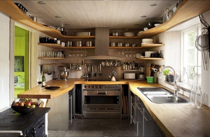 Откидная стойка в дверном проеме кухни