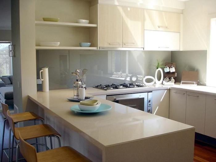 П-образная кухня с полуостровом