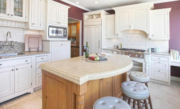 Белый классический кухонный гарнитур - окрас эмаль