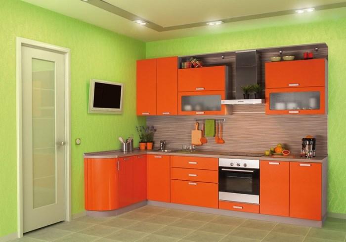 Оранжевая мебель на фоне фисташковых стен