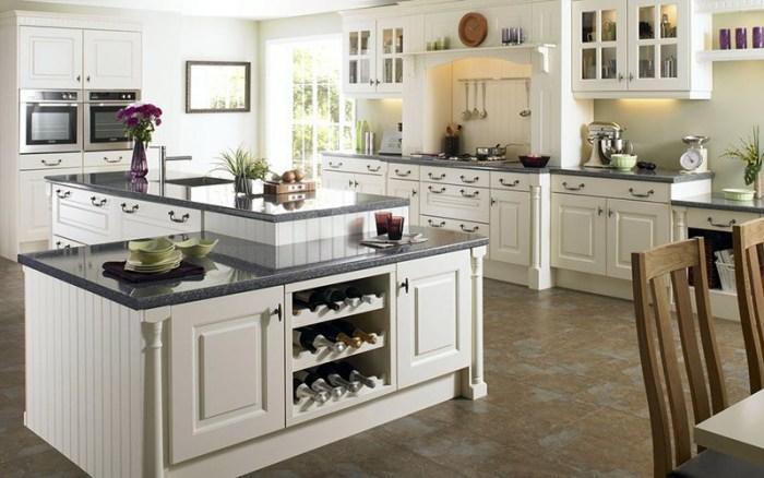 Серая столешница на белой кухне