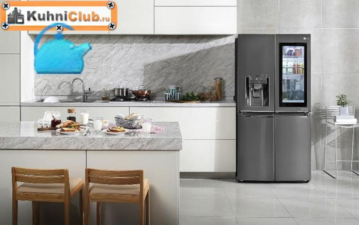 Стеклянный-холодильник-с-распашными-дверцами