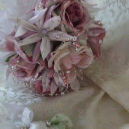 Bidermajer i cvet za mladoženju