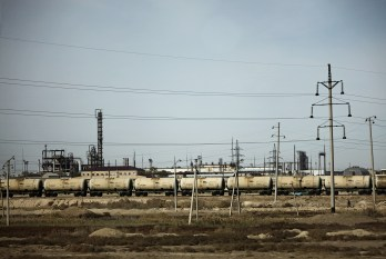 1b-Oil-everywhere-mangistau-KukkaRanta