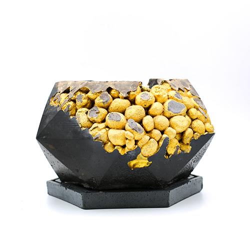 Concrete London Planter pot kintsugi black color with gold structure, octogonal shape, handmade in Berlin.