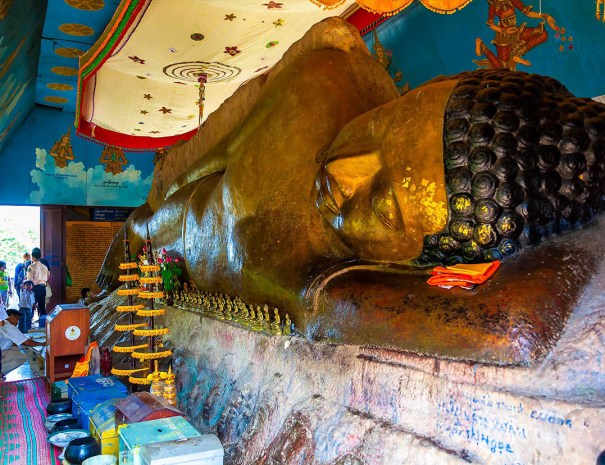 Reclining Buddha in Siem Reap - Preah Ang Thom