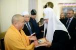 Книга обновленца-патриарха в подарок буддисту
