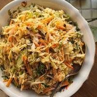 Paahdettu coleslaw on aromikas grilliruokien lisuke