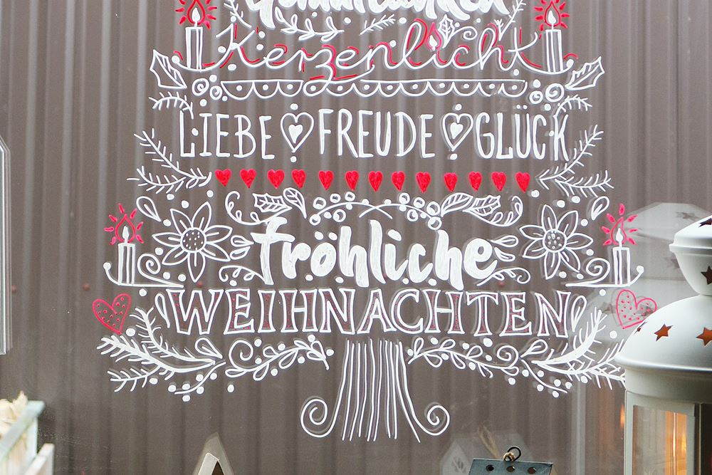 Diy weihnachten am fenster fensterbilder mit for Kreidemarker vorlagen weihnachten