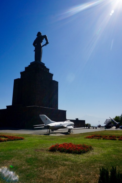 Mutter Armenien wacht über die Stadt - die monumentale Statue stammt aus der Sowjetzeit