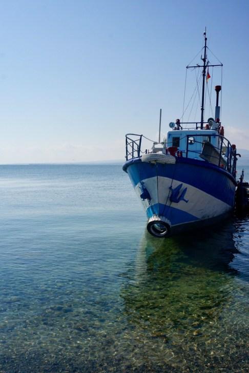 Schifffahrt auf dem Sewansee. Der größte See Armeniens ist östlich von Yerewan etwa 1900 Meter hoch gelegen mit einer Fläche von derzeit ungefähr 940 Quadratkilometern.