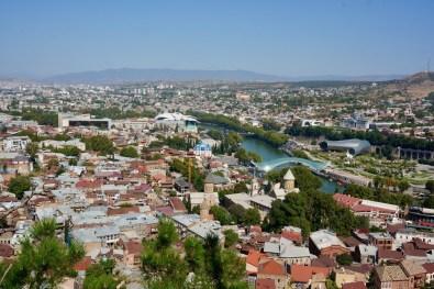 Die Aussicht vom Berg Mtazminda auf die Stadt