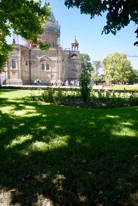 Seit 1441 ist sie das Zentrum der armenischen Kirche, wo auch das Kirchenoberhaupt, der Katholikos aller Armenier, amtiert