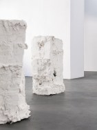 Meeting point of several forms of the present I Philipp Röcker 2018 I Gips, Stahl, Holz, Detail