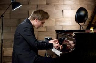 Evgeny Konnov beim seinem Klavier Salon-Konzert im November 2019, © Christian Rudnik